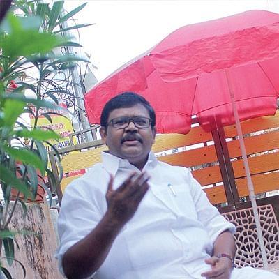 தி.மு.க. எம்.எல்.ஏ-க்கள் கட்சி மாறிவிடுவார்களோ என்ற கவலையில் இருக்கிறார் கருணாநிதி!