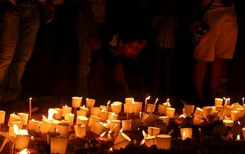 மெரீனாவில் தமிழினப் படுகொலை நினைவேந்தல்: மெழுகுவர்த்தி ஏந்தி அஞ்சலி!