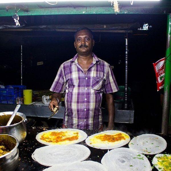 'கபாலி' சிக்கன் தோசை, 'பாகுபலி' குடல் தோசை! - 'அட்றா சக்க' கோவை கையேந்தி பவன்