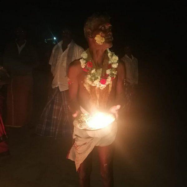 `கன்னிமாரே எங்க மேல ஆசப்பட்டு மாங்கல்யம் சூடிக்குவாங்க' - உற்சாக இருளர் திருவிழா! #Video