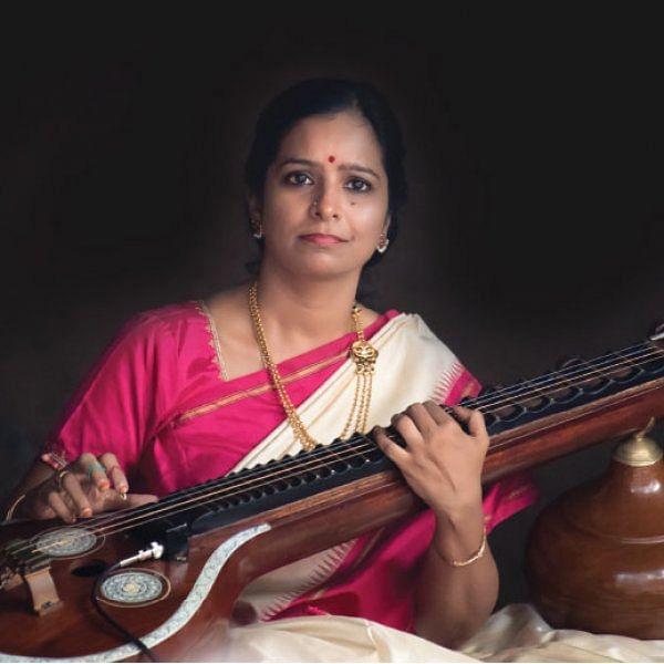 கருவி அல்ல... கருவில் சுமந்த குழந்தைக்கு நிகர்!