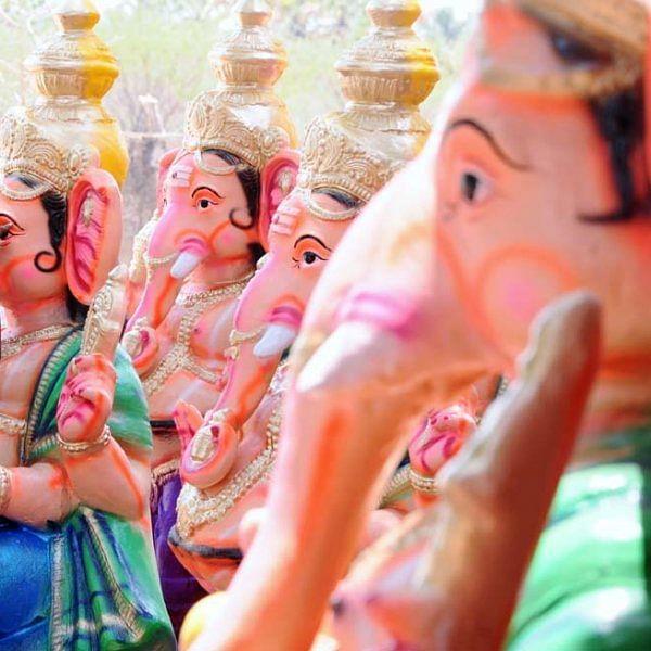 தூத்துக்குடி மாவட்டம் கொம்மடிக்கோட்டை பகுதியில் தயாராகும் விநாயகர் சிலைகள்... படங்கள் - ஏ.சிதம்பரம்
