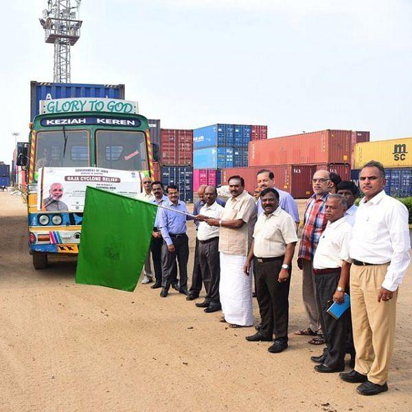 நாட்டின் 12 துறைமுகங்கள் சார்பாக ரூ.3.50 கோடி மதிப்பிலான நிவாரணப் பொருள்கள்! #CycloneGaja