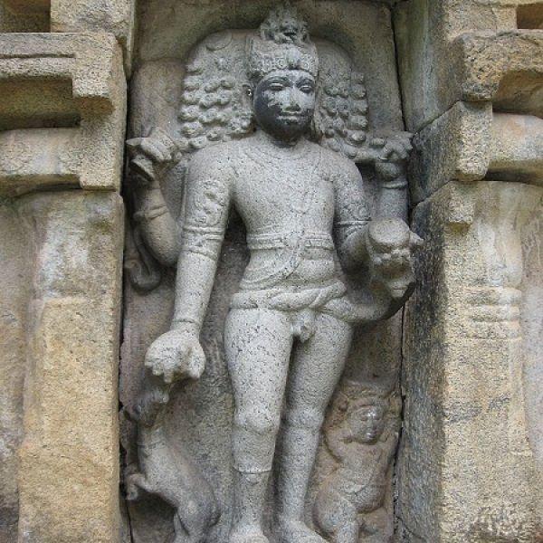 அலட்சியத்தால் சிதைக்கப்பட்ட, 1000 ஆண்டுகளுக்கு முற்பட்ட மானம்பாடி கோயில் சிற்பங்கள்!