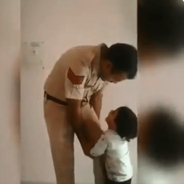 `போகாதீங்க அப்பா!'- மனதைக் கரைய வைக்கும் போலீஸ் இன்ஸ்பெக்டரின் வீடியோ