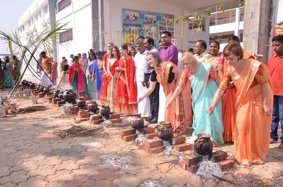 ரஷ்யா - இந்தியா மாணவர்களின் ஹேப்பி பொங்கல்!