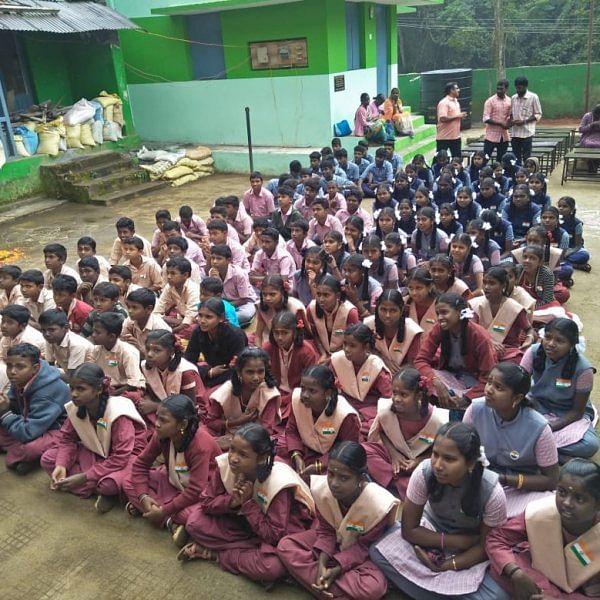`100% தேர்ச்சி!'- அசத்திய நீலகிரி அரசு பழங்குடியின உண்டு உறைவிடப்பள்ளி மாணவர்கள்