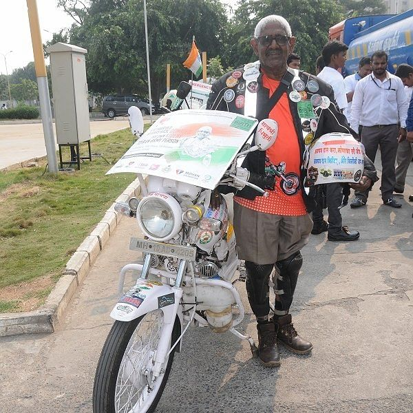 67 வயதில் 15,000 கிலோமீட்டர் பயணம் - வியக்க வைக்கும் விவசாயி பிரமோத் மகாஜன்!
