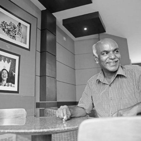 இருண்ட உலகின் ஆன்மிக ஒளி - எம்.கோபாலகிருஷ்ணன்