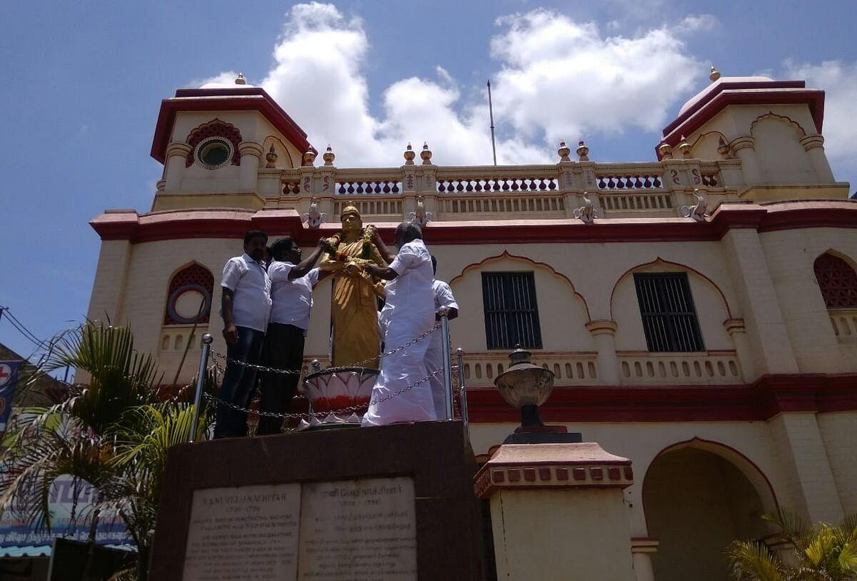 'ஆட்சியையும் கட்சியையும் தினகரனிடம் ஒப்படைப்போம்' - சிவகங்கை மாவட்டச் செயலாளர் உமாதேவன்