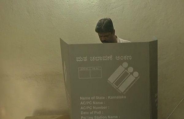 கர்நாடக தேர்தல் போர் - வாக்குப் பதிவு தொடங்கியது