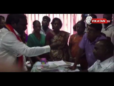 'Cash for Vote' inaction frustrates PMK candidate,throws money at Election officer
