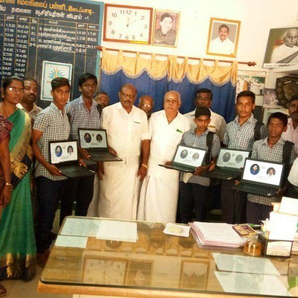 தேர்தல் தேதி அறிவித்த நிலையில் சேலத்தில் அவசர அவசரமாக மடிக்கணினி விநியோகம்