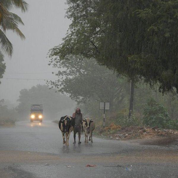 நாகையில் மையம் கொண்டுள்ள 'கஜா' - 6 மாவட்டங்களில் கன மழைக்கு வாய்ப்பு