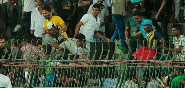 பாகிஸ்தான் வீரர்கள் மீது கல் எறிந்து இலங்கை ரசிகர்கள் அட்டூழியம்!