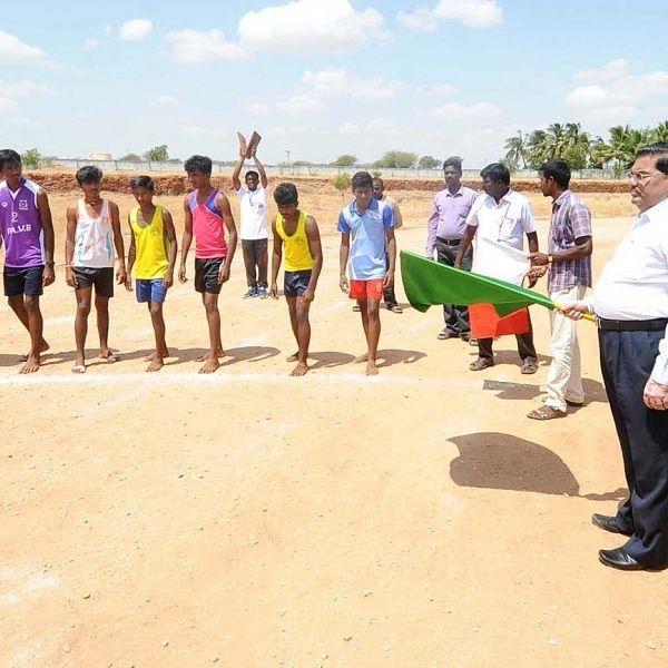 எம்.ஜி.ஆர் நூற்றாண்டு விழா: கரூரில் கலெக்டர் தலைமையில் விளையாட்டுப் போட்டிகள்