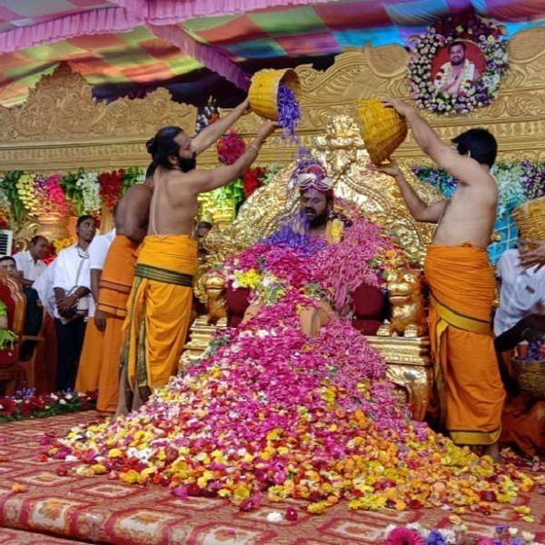 மூன்று மாநில ஆளுநர்கள் பங்கேற்ற வேலூர் சாமியாரின் பிறந்தநாள் விழா - போக்குவரத்து மாற்றப்பட்டதால் மக்கள் அவதி