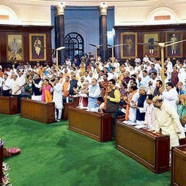 இளம் வாக்காளர்களை ஆளும் முதிய அரசியல்வாதிகள்..! இது ஜனநாயக முரண்
