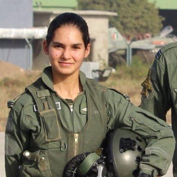 இந்தியாவின் முதல் பெண் சோலோ ஃபைட்டர் பைலட் பற்றிய ஐந்து வாவ் தகவல்கள்! #AvaniChaturvedi