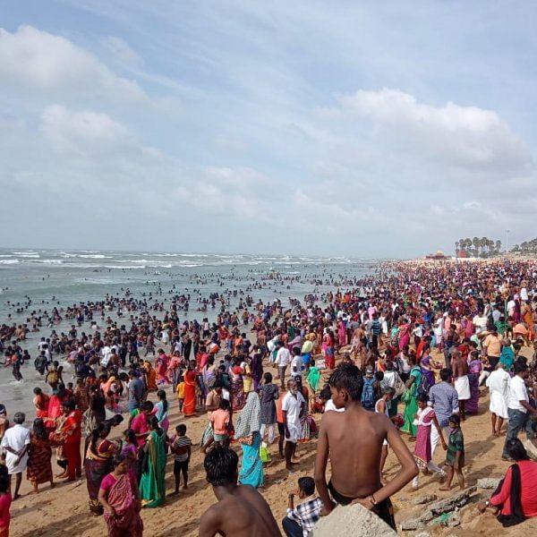 வைகாசி விசாகம்... திருச்செந்தூரில் குவிந்த பக்தர்கள்!