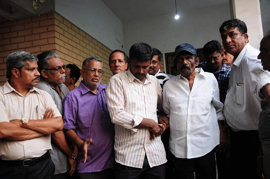 Goundamani pays tribute to Crazy Mohan