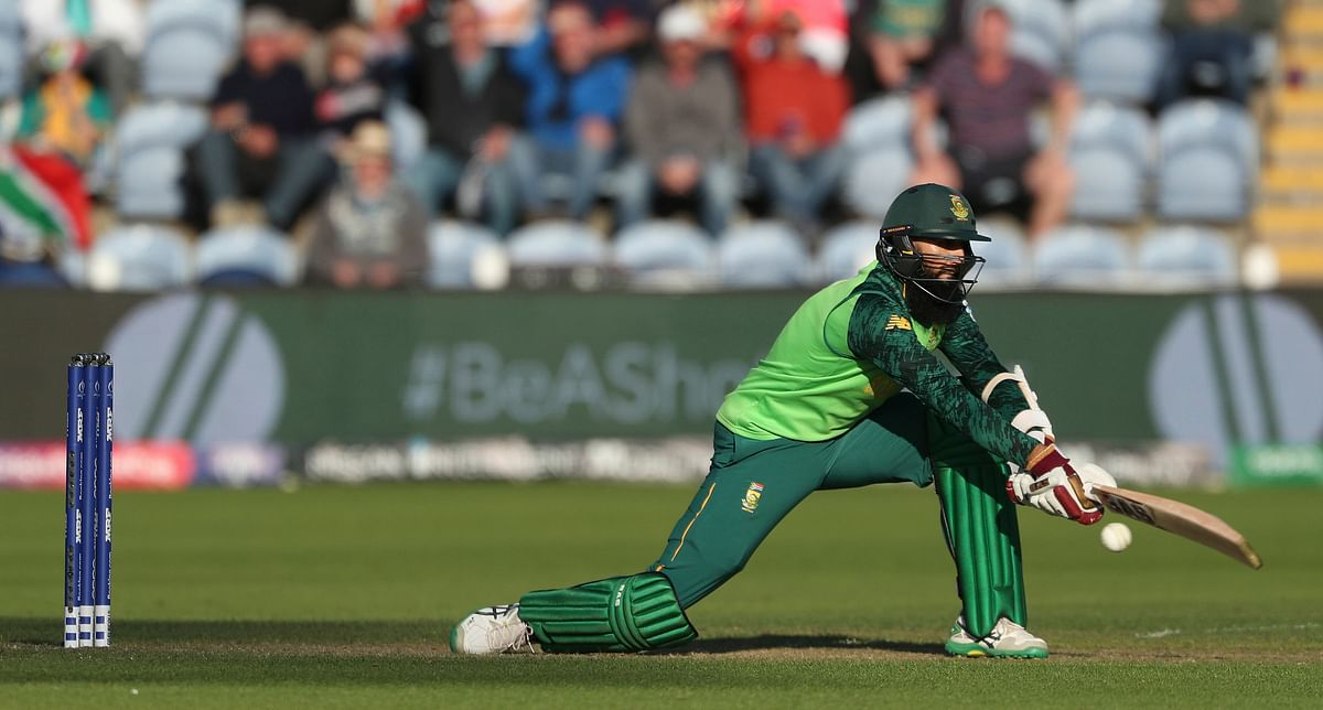 Amla Plays a reverse sweep.