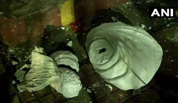 ``நிரூபியுங்கள்; இல்லை என்றால் சிறையில் தள்ளுவோம்!' - மோடியை எச்சரித்த மம்தா பானர்ஜி