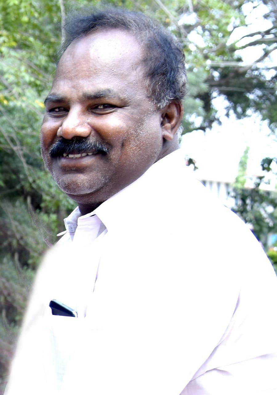 `பைக்கை எரிக்கச் சொன்னாரா முதல்வர்?!' - அழகப்பா பல்கலைக்கழகத்தில் என்ன நடந்தது?
