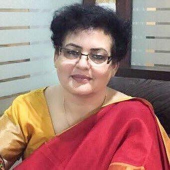 `பெண்களை இழிவுபடுத்துகிறது!' - சர்ச்சை ட்வீட்டால் விவேக் ஓபராய்க்கு பெண்கள் ஆணையம் கண்டனம்