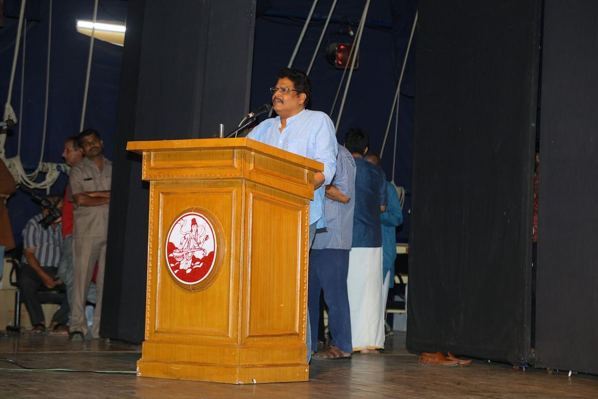 KS Ravikumar addressing at Crazy Mohan's pugazhanjali