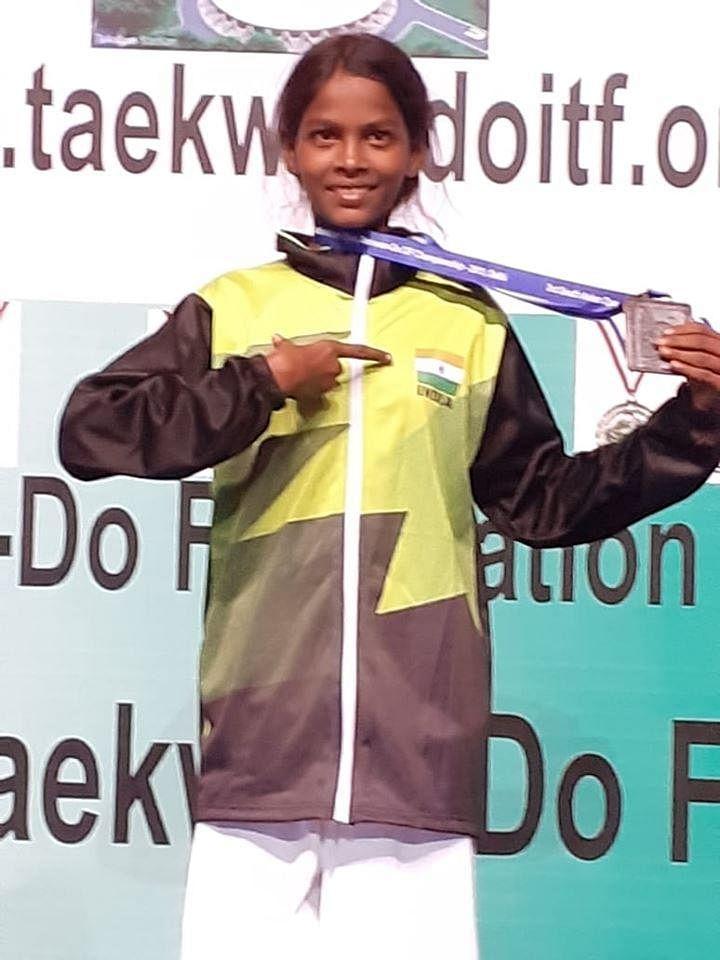 தெற்காசிய டேக்வாண்டோ போட்டியில் பதக்கம் வென்ற மாநகராட்சி பள்ளி மாணவி!