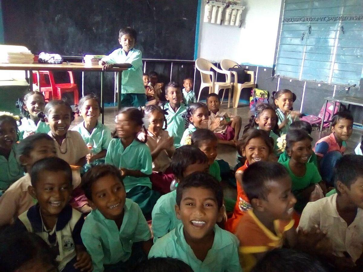`பாட நோட்டில் வெரி குட்'க்குப் பதில் ஐஸ்கிரீம்' அசத்தும் அரசுப் பள்ளி ஆசிரியை! #CelebrateGovtSchool