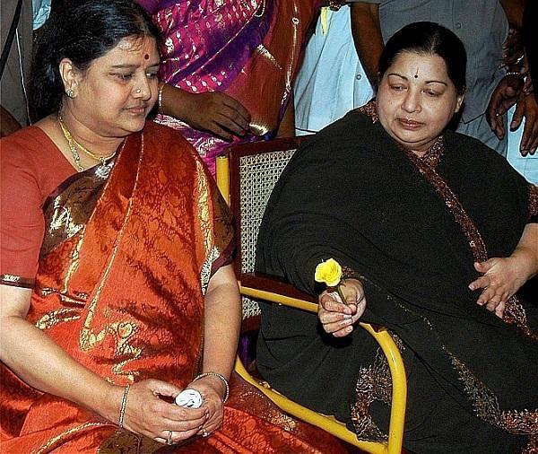 """``ஆட்சி மாறட்டும்... அக்டோபரில் வருகிறேன்!"""" - சசிகலாவின் சீக்ரெட் பிளான்!"""