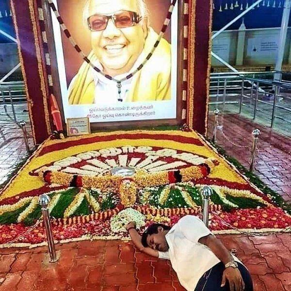 `ஒன்பது மாதங்களுக்குப் பிறகு நிம்மதி கிடைத்தது!' - கருணாநிதி சமாதியில் உறங்கியது குறித்து கலங்கும் நித்யா