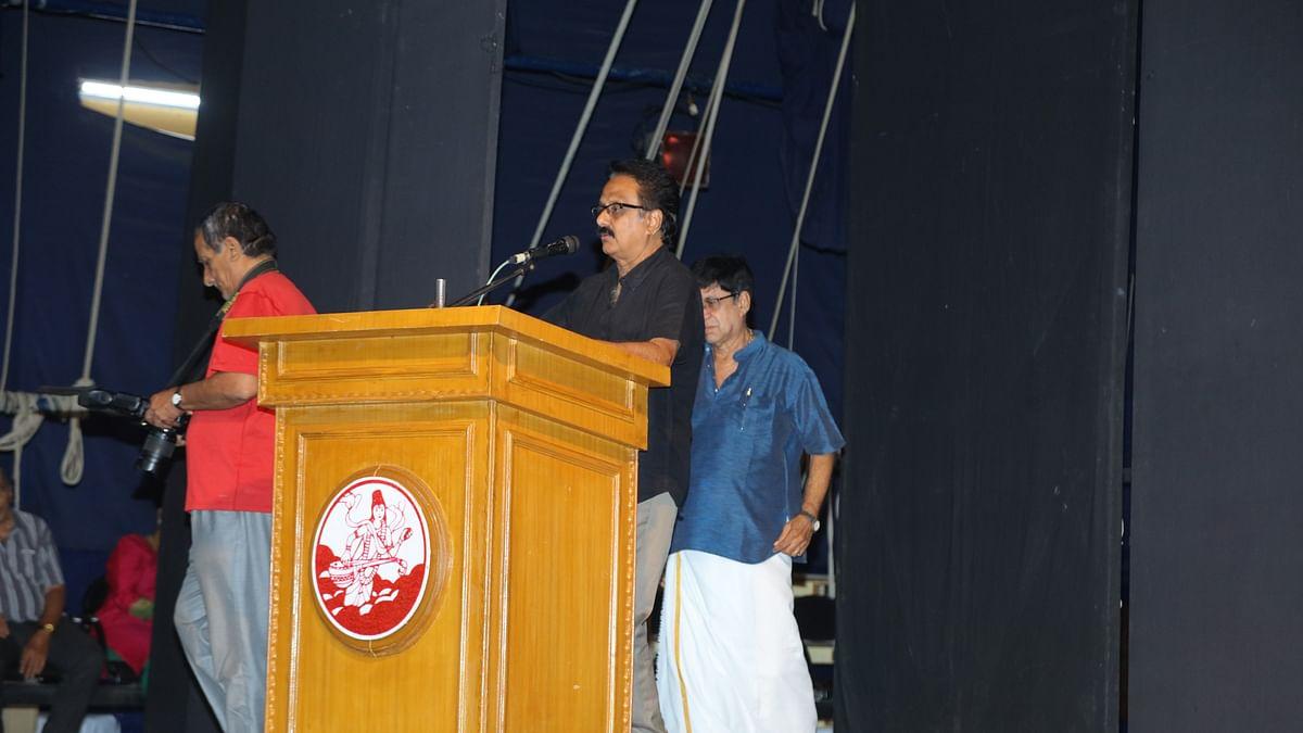 Madhu Balaji addressing at Crazy Mohan's pugazhanjali