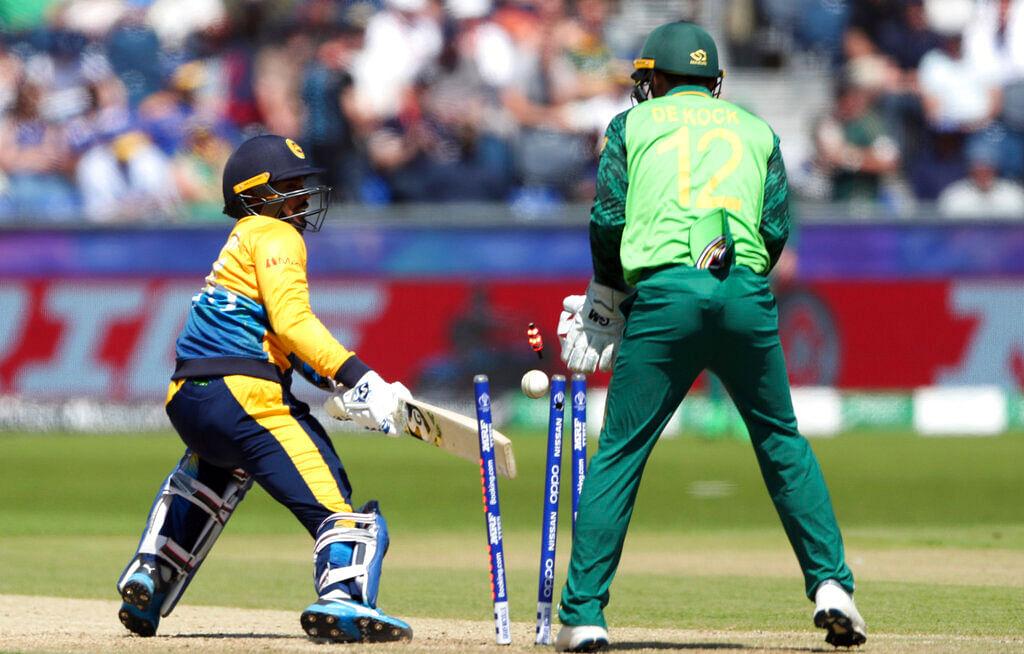 Dhananjaya de Silva, is bowled by Duminy.