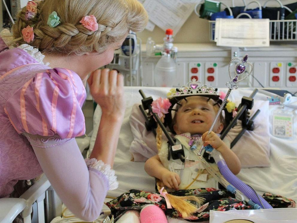 `ஒரு ஊர்ல ஒரு இளவரசி இருந்தாளாம்..!' - மருத்துவமனையில் நடந்த ஓர் நெகிழ்ச்சி சம்பவம் #DisneyPrincess