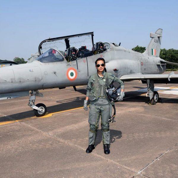 அதிநவீன போர் விமானத்தின் முதல் பெண் விமானி பி- சாதித்த மோகனா சிங்!