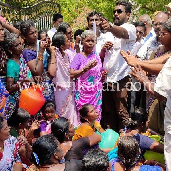 குடிநீர் வழங்கக்கோரி  முற்றுகையிட்ட மக்கள்: 'கெட் அவுட்' சொன்ன  மாவட்ட ஆட்சியர்!