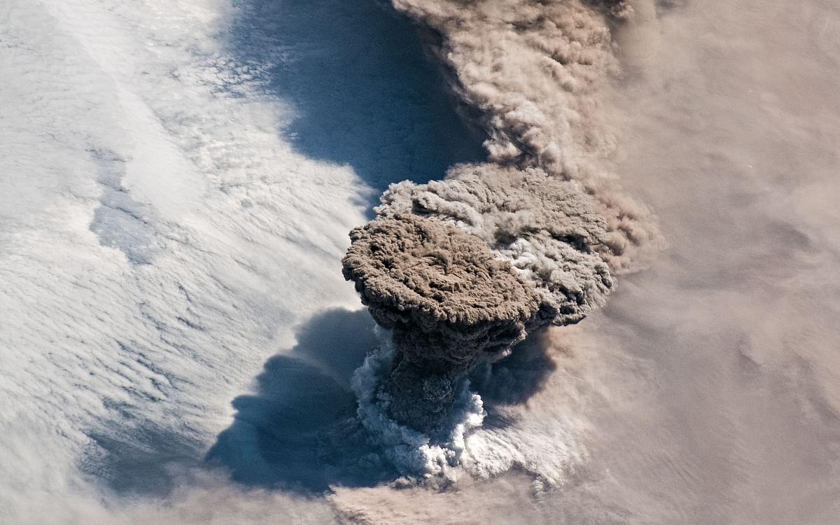 95 வருடங்களுக்குப் பின் உயிர்த்தெழுந்த எரிமலை... புதிய கோணத்தில் கிடைத்த ஆச்சர்ய புகைப்படம்!