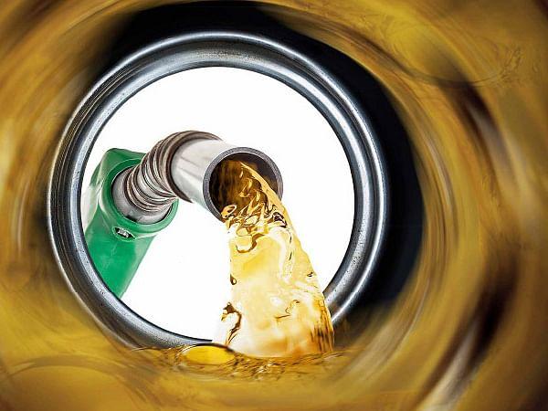 பெட்ரோல், டீசல் விலை உயர்வு: `நாங்க என்ன சொல்றோம்னா..?' - காங்கிரஸ், தி.மு.க Vs பா.ஜ.க