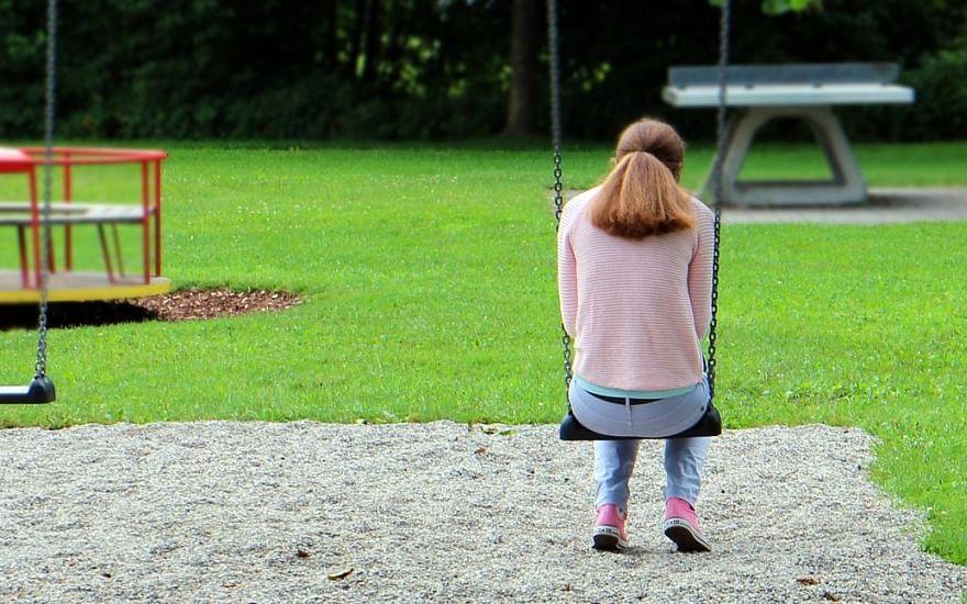 டீன் ஏஜ் குழந்தைகள் பெற்றோரிடமிருந்து விலகுவது ஏன்? #LifeStartsAt40 #நலம்நாற்பது
