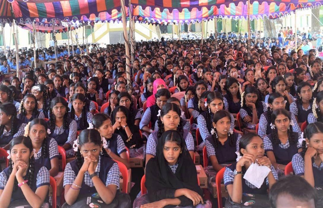 'முதல்வர் மாவட்டத்துக்கு போவதே பதவி உயர்வுதான்!' - கலெக்டரைக் கலாய்த்த அமைச்சர் வீரமணி