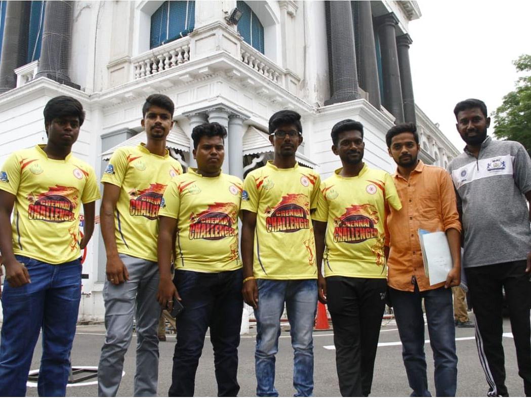 `உங்களை நம்பித்தான் சார் இருக்கோம்' - ஓ.பி.எஸ்ஸை சந்தித்த மாற்றுத்திறனாளி வீரர்கள்!