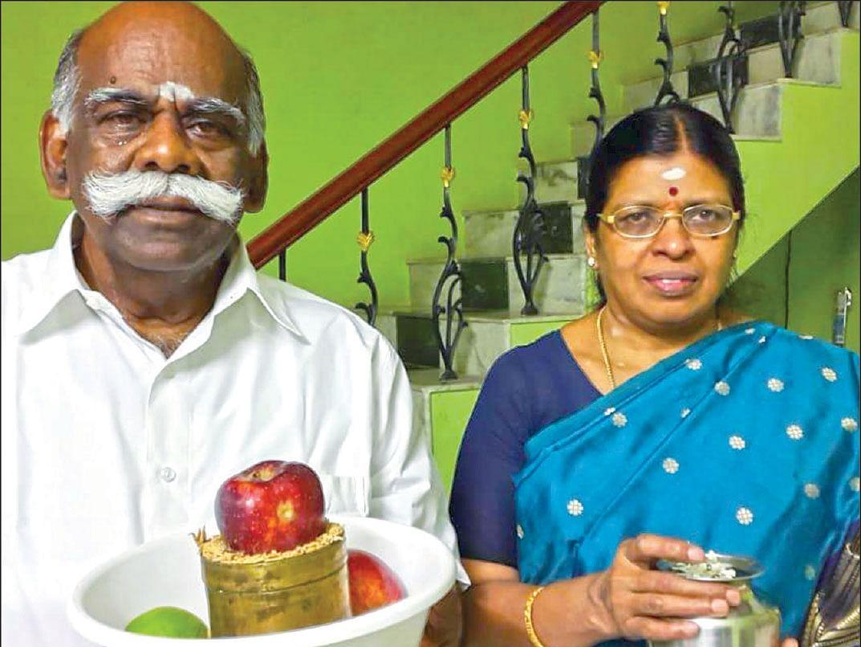 கணவர் முருகசங்கரனுடன் உமா மகேஸ்வரி