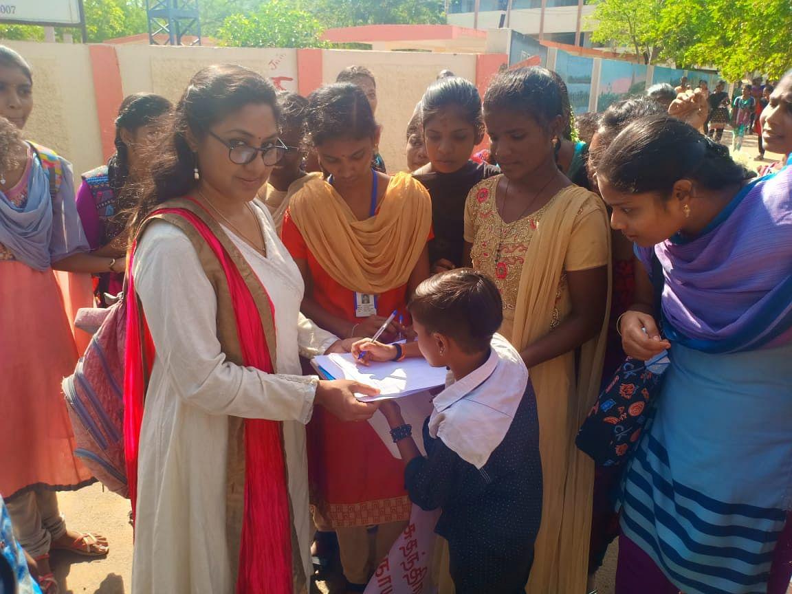 `தேசியக் கல்விக் கொள்கையை எல்லா மாநிலங்களும் எதிர்க்க வேண்டும்!' - நடிகை ரோகிணி