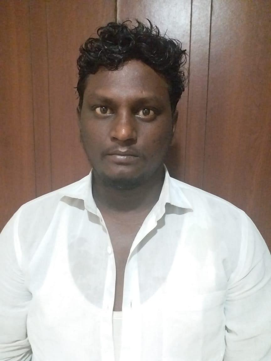 `ஆசீர்வாதம் செய்தால் 1000 ரூபாய்!' - மூதாட்டிகளை நம்பவைத்து ஏமாற்றிய ஆட்டோ டிரைவர்