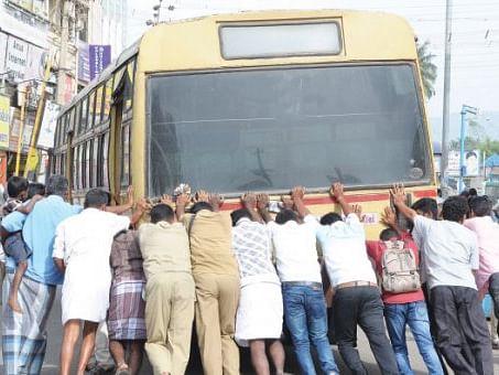 அதிகரிக்கும் எம்.டி.சி பேருந்து விபத்துகள்... காலாவதியான பேருந்துகள்தான் காரணமா..?