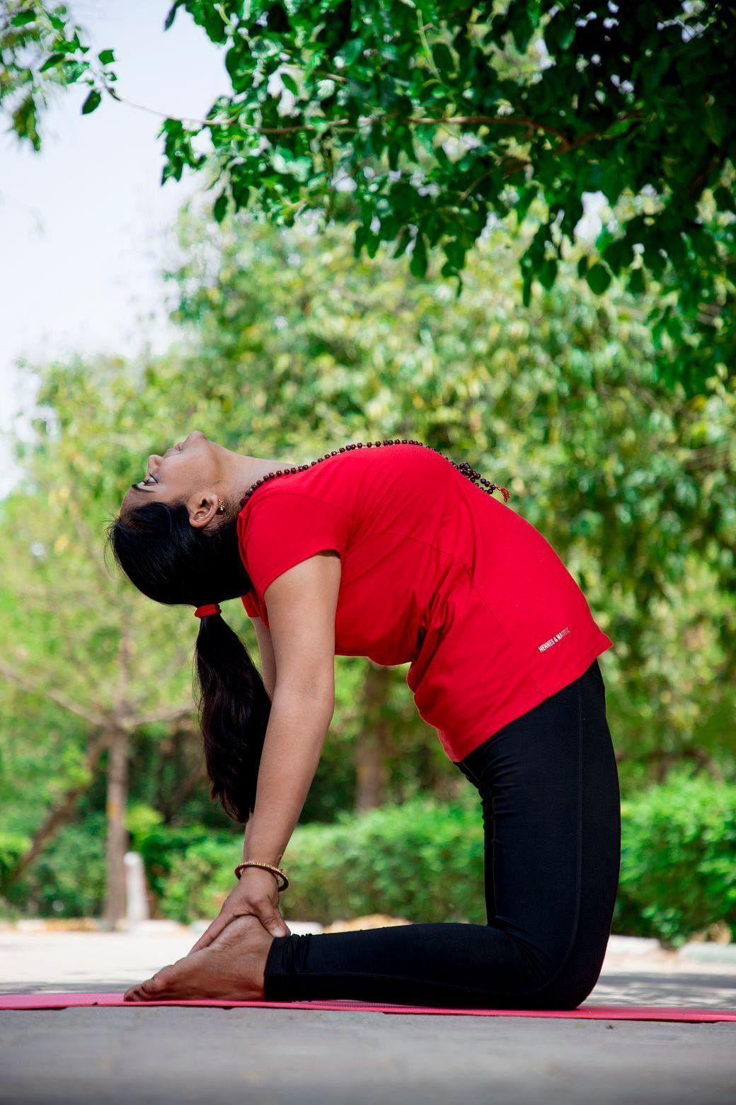 பணிக்குச் செல்லும் பெண்களுக்குப் பலன் தரும் 10 ஆசனங்கள் ... சர்வதேச யோகாதினப் பகிர்வு! #WorldYogaDay