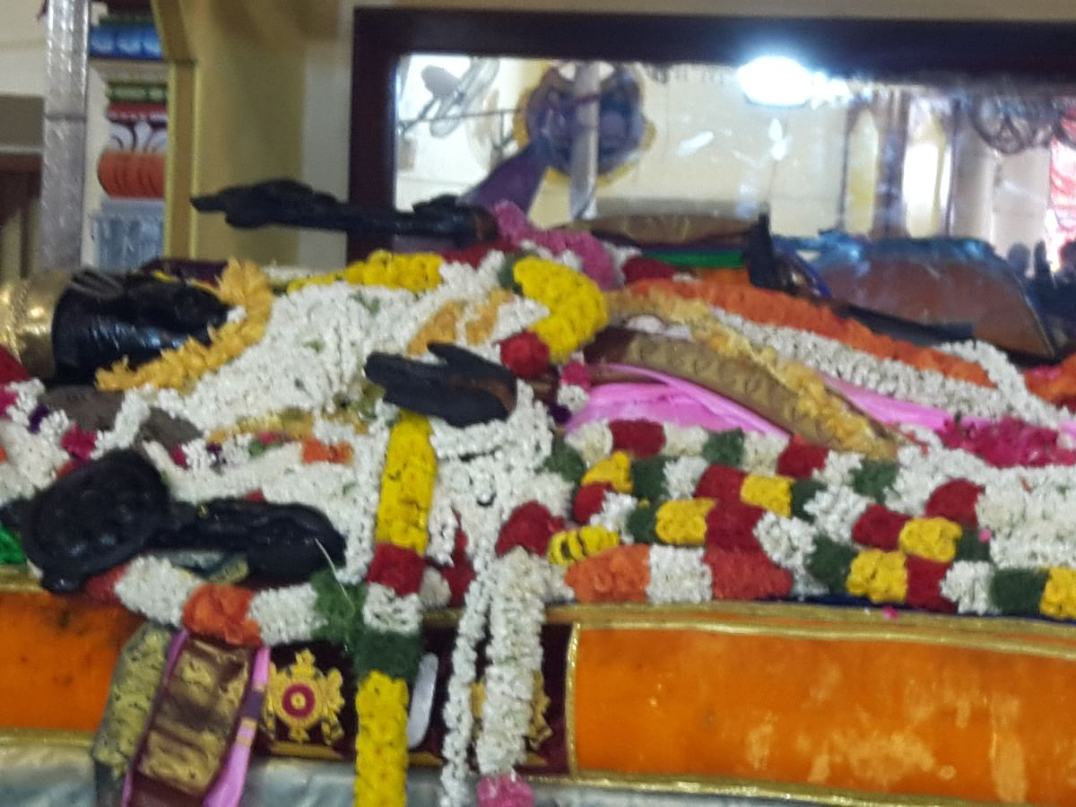 `மித்ரன்' படம் வெற்றி பெற  குடும்பத்தோடு அத்திவரதரை வழிபட்ட விஜயகாந்த்!